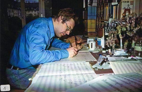 Xaver Paul Thoma am Schreibtisch in Karlsruhe 1980